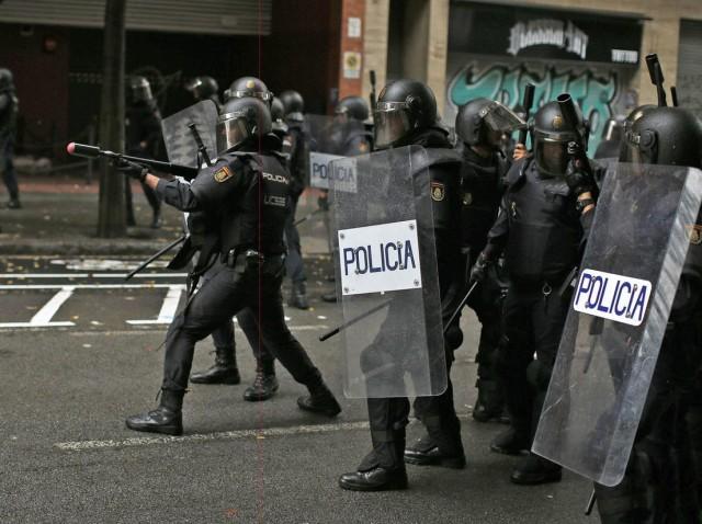 spanish_riot_police_barcelona
